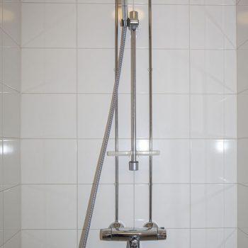 Musahotelli suihku
